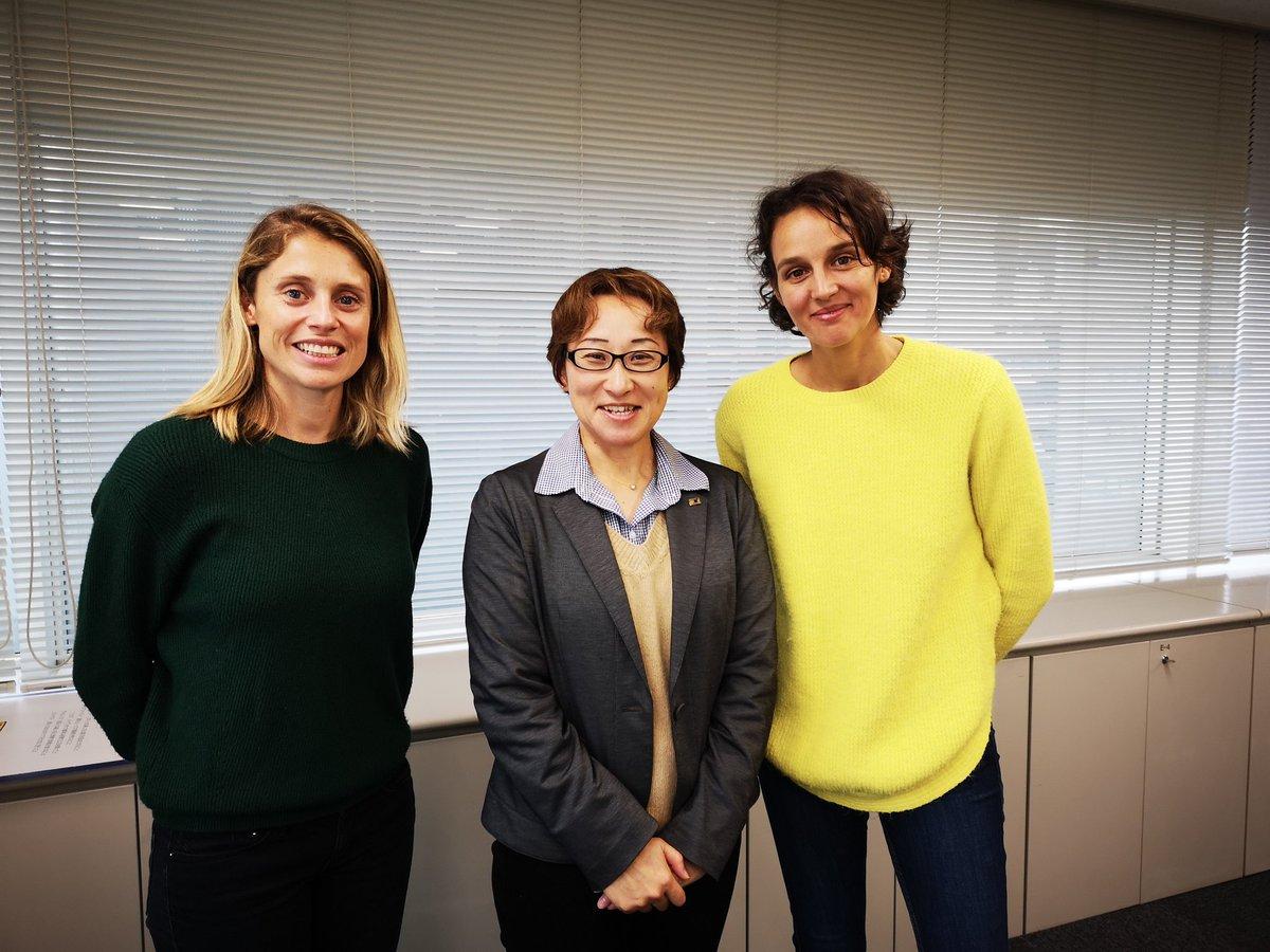Candice Prevost et Mélina Boetti, à la tête du projet Little Miss Soccer, en compagnie de Takako Tekusa, ex-internationale japonaise