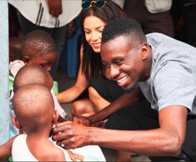 blaise matuidi avec des enfants défavorisés